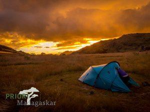Camping-Zelten-Schlafsack-Madagaskar-PRIORI-Reisen