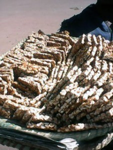 Süsser Snack aus Erdnüssen Madagaskar