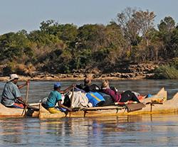Reise-Aktivitäten: Flussfahrt_Piroge