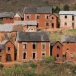 Galerie: Häuser Hochland Madagaskar Lehm rot PRIORI Reisen
