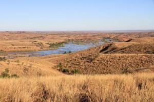 Madagaskar einmal quer _Madagaskar-Hochland-Fluss-betsiboka
