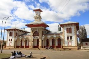 Erleben in den Farben Madagaskars: Antsirabe-Bahnhof