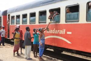 Let us go East: Madagaskar_zug-andasibe-brickaville-PRIORI-Reisen