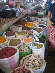 Komoren - Das Land: Anjouan Markt Gewürze