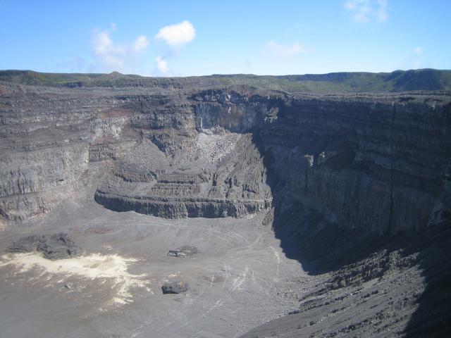 Karthala Trekking - Teil 6: Krater im Krater - Caldera Vulkan Karthala
