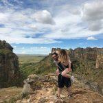 Unvergessliche Reise: Ausgelassenes Fotoshooting in den skurrilen Landschaften Madagaskars © PREVIDOLI