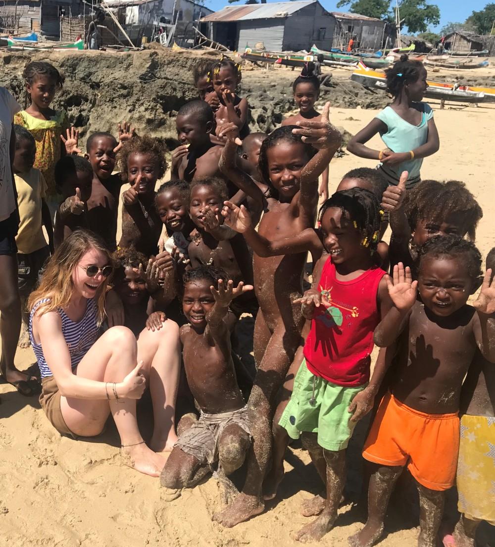 Unvergessliche Reise: Zusammen und ausgelassen mit vielen madagassischen Kindern © PREVIDOLI