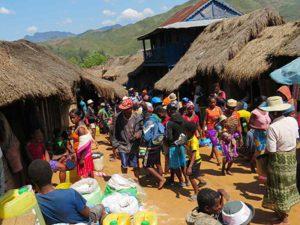 Trekking zum Chute de Sakaleona: Antanambao Wochenmarkt