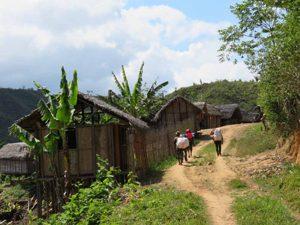 Trekking zum Chute de Sakaleona: Dörfer in Madagaskar