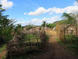 Trekking entlang der Eisenbahnlinie: Kleine Dörfer entlang der Route