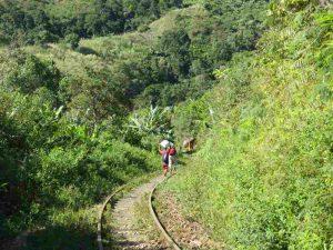 Trekking entlang der Eisenbahnlinie: Schwellenstampfen