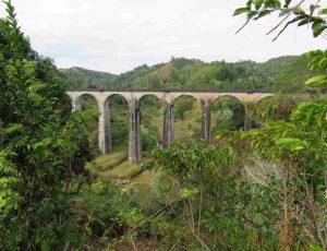 Trekking entlang der Eisenbahnlinie: Viadukt der FCE