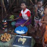 Unser Madagaskar Abenteuer: Essenzubereitung im Dorf