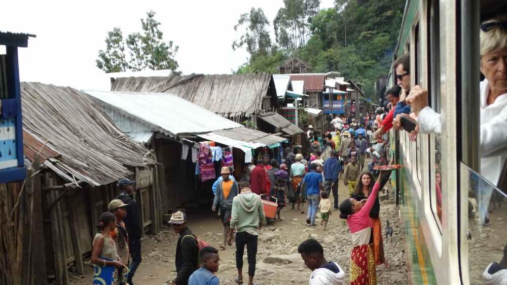 Unser Madagaskar Abenteuer: Zugfahren ganz ohne Pendler und sogar mit Verpflegung