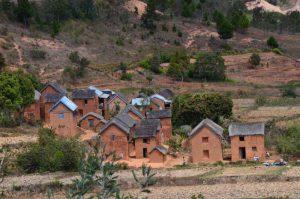 Unvergessliche Madagaskarreise: rote Backsteinhäuser in Antananarivo, der Hauptstadt von Madagaskar